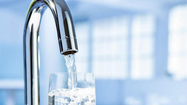 Перечислены опасные для здоровья последствия питья воды из-под крана