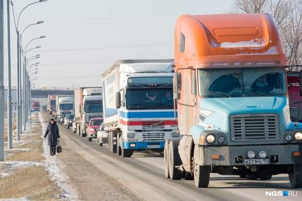 Большегрузам запретили ездить почти по всему Новосибирску (но есть исключения). Список улиц и карта