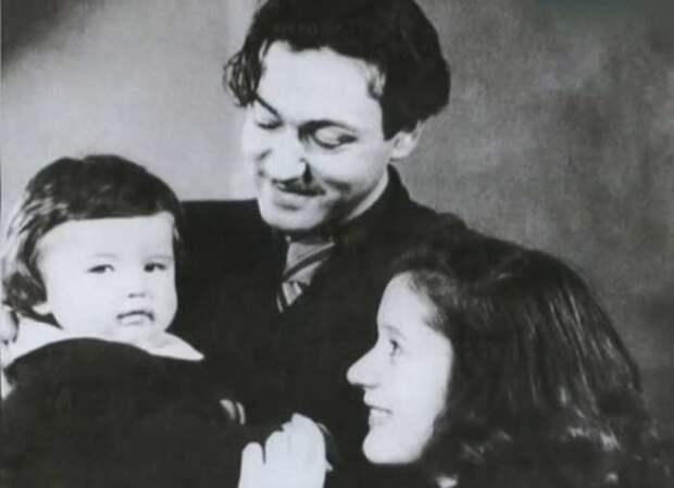 Ефим Копелян с сыном Кириллом и женой Людмилой