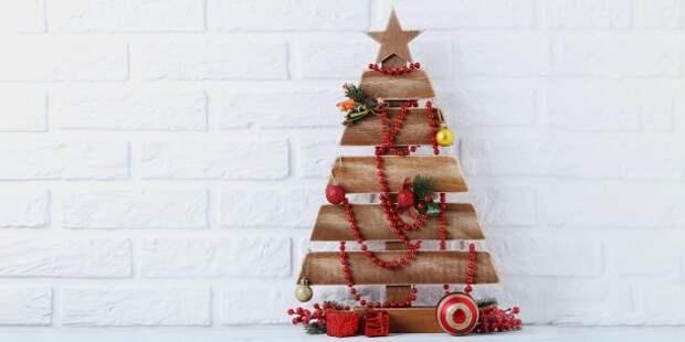 Новогодние украшения на дачу: ёлка из досок