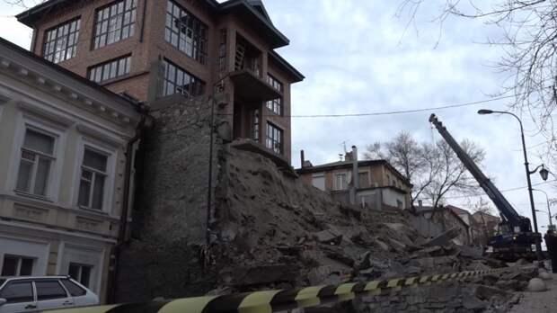 Кпонедельнику устранят последствия обрушения стены дома наСемашко вРостове