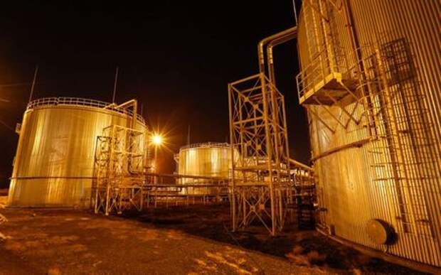 A general view of oil tanks Oil&Gas-Processing Plant on oil fields operated by a subsidiary of the KazMunayGas Exploration Production JSC in Kyzylorda region, southern Kazakhstan, January 21, 2016. Picture taken January 21, 2016. REUTERS/Shamil Zhumatov