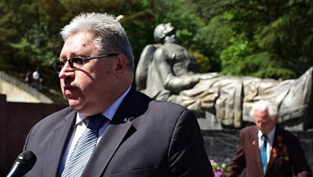 Глава Секции интересов РФ в Грузии Евгений Конышев в парке Ваке в Тбилиси