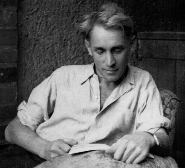 Отец Александры Рюкерт – советский майор Владимир Крутилин.