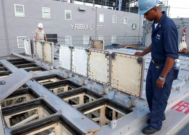 Пусковые контейнеры для ракетных снарядов типа «Томагавк» на надводном корабле ВМС США