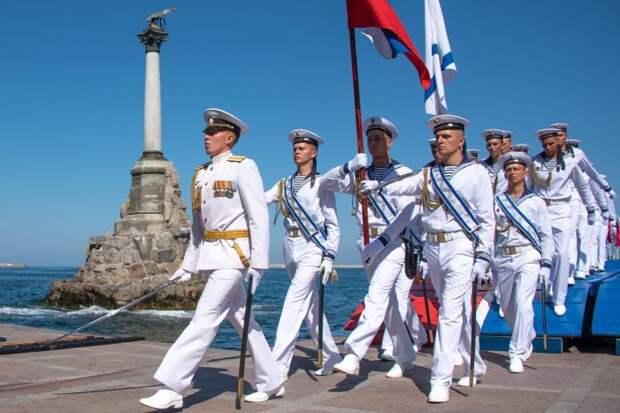 Губернатор Севастополя поздравил ветеранов флота и моряков-черноморцев с Днём ВМФ