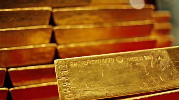 """Элита вывезла на свой любимый остров 300 тонн российского золота: Катасонов назвал """"куратора"""""""