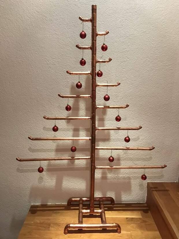 железная новогодняя елка