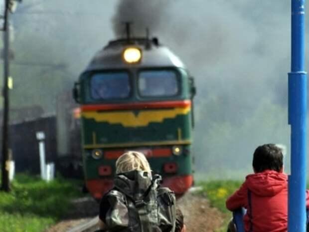 Женщина с ребенком погибли под колесами московского электропоезда