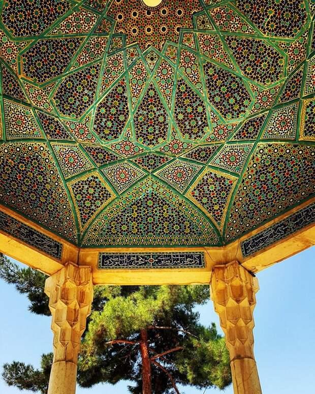8. Гробница Хафеза в Ширазе, Фарс, Иран.
