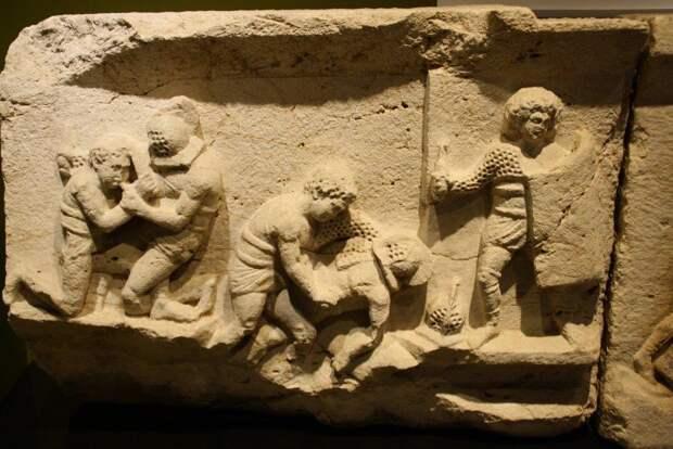 Находки из Кибиры в Археологическом музее в Бурдуре