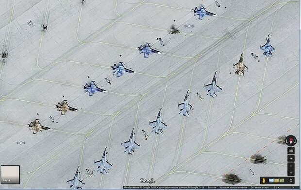 """""""Агрессоры"""" атакуют: зачем американцы покрасили самолеты в цвета ВВС России"""