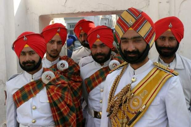 Зачем жители Индии носят тюрбан? Раскрываем секрет эффектного головного убора