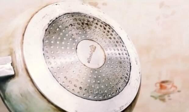 Отмываю любой нагар и жир со сковородок обычным хозяйственным мылом. Показываю копеечный и эффективный способ