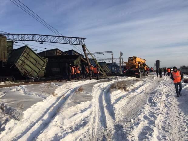 Двух железнодорожников осудят за сход 30 вагонов с углем на станции Мегет