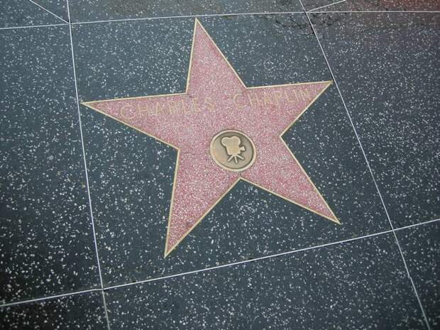 Звезда Чарли Чаплина на Аллее славы в Голливуде.