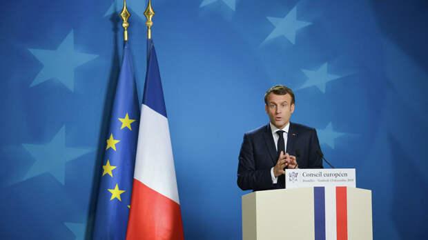 Президент Франции Эммануэль Макрон выступает на саммите глав государств и правительств Евросоюза в Брюсселе - РИА Новости, 1920, 18.06.2021