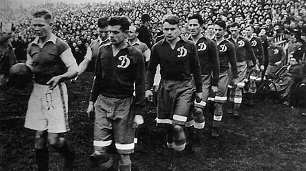 Футболисты «Динамо» прилетели в Англию для участия в турне-1945, захватив с собой загадочные черные ящики. Что в них было?