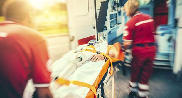 Должны ли врачи скорой ставить диагноз и лечить?