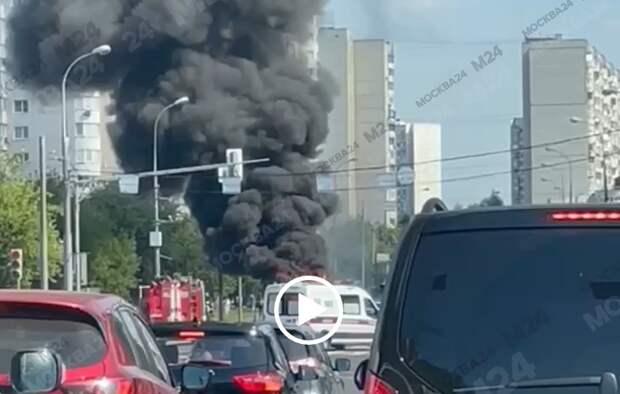 На Митинской загорелся пассажирский автобус