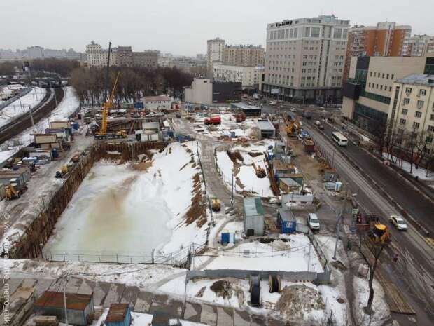 Между станциями «Авиамоторная» продолжается строительство перехода
