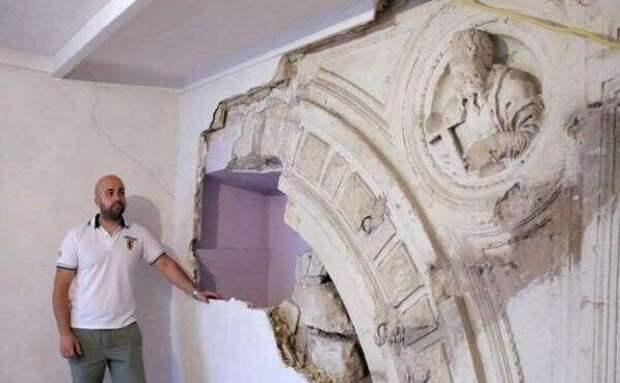 Мужчина начал ремонт и нашел архитектурное достояние XIV века (3 фото)