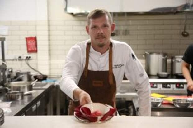 Шеф-повар из Южного Медведкова приготовил мороженое из лепестков роз