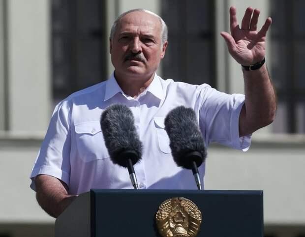 Лукашенко опустился перед белорусами на колени