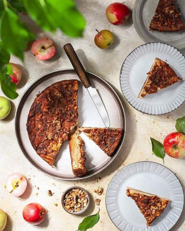 Нежный и сливочный: готовим пирог с яблоками