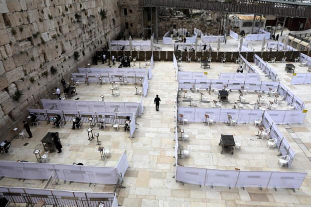 Стену Плача в Иерусалиме разделили на зоны из-за коронавируса
