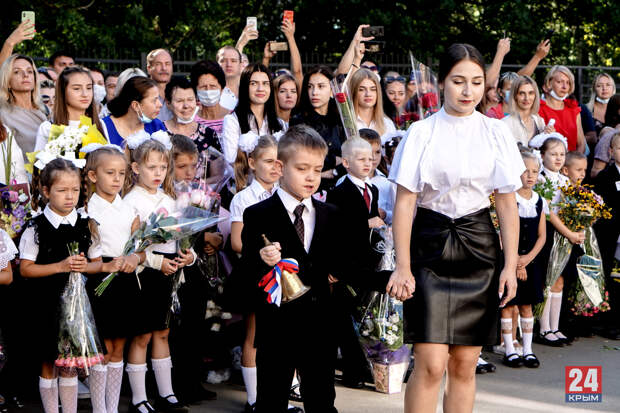 День знаний на социальной дистанции: торжественные линейки прошли в Симферополе