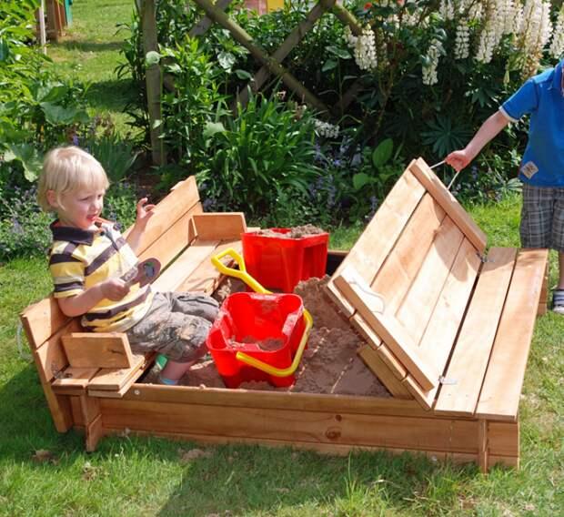 Создайте уголок для детей, в котором они будут интересно проводить время.