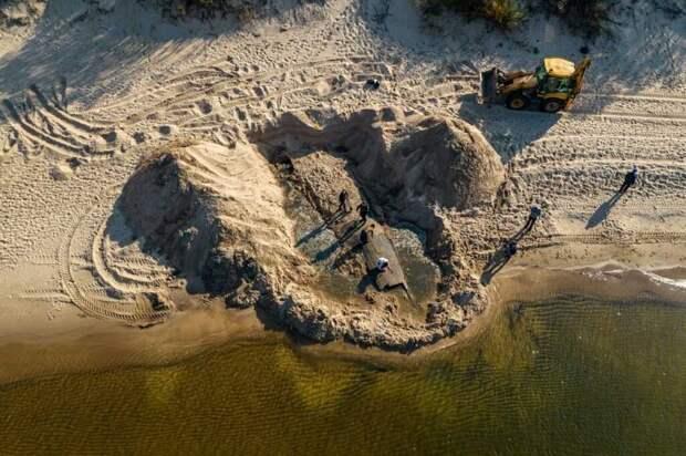 На одном из городских пляжей Риги обнаружен 150-летний парусник