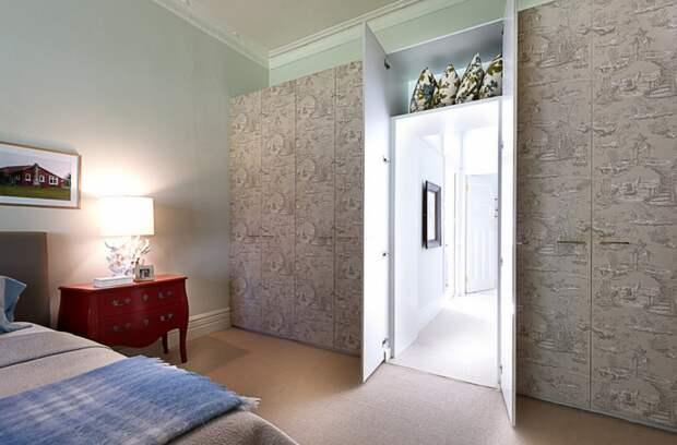 Потайная дверь в спальне