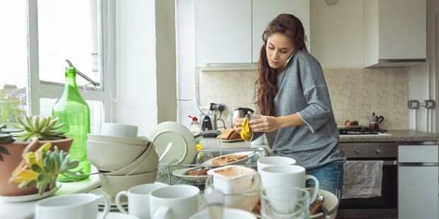 Почему нельзя мыть посуду в гостях: традиции и приметы