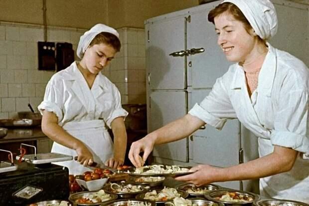 Какие были советские зарплаты в пересчёте на сегодняшний день?