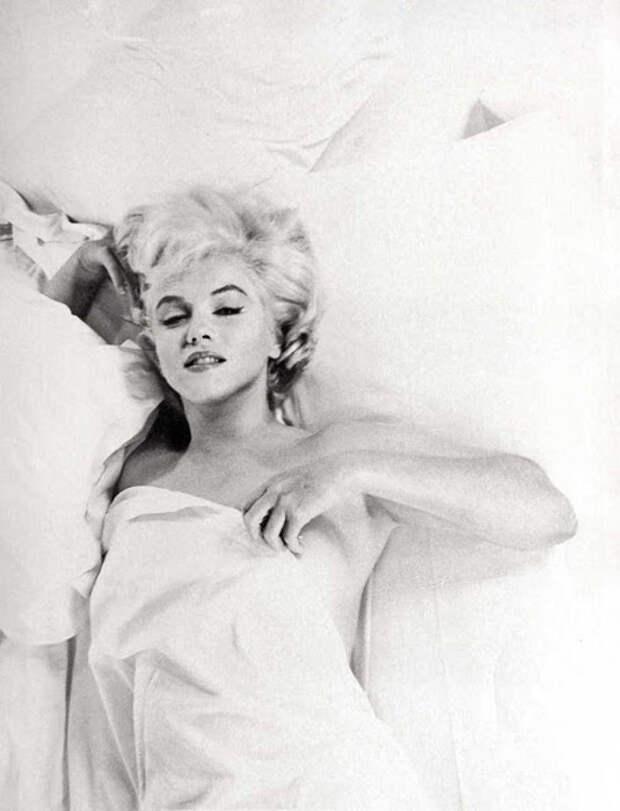 Женщина и богиня: 25 редких фотографий Мэрилин Монро, показывающих её с неожиданных сторон