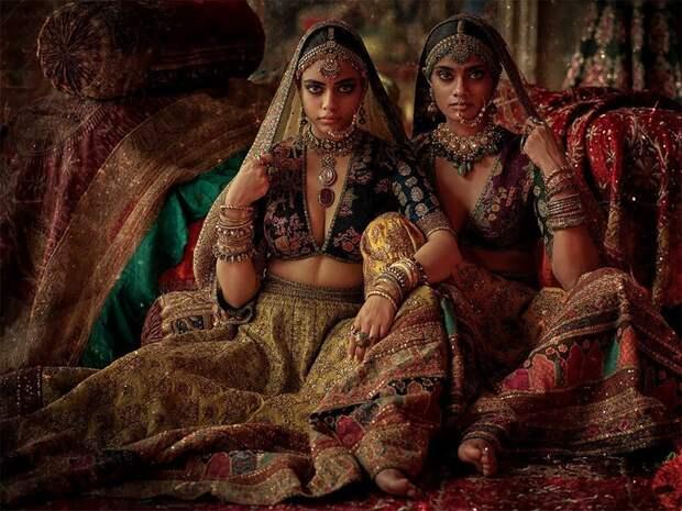 «Мумбайские истории»: слияние традиционной свадебной моды Индии с современными тенденциями