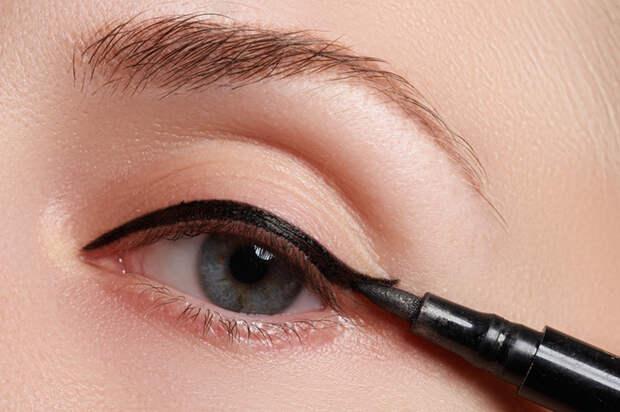 Ошибки в макияже глаз, которые делают вас старше