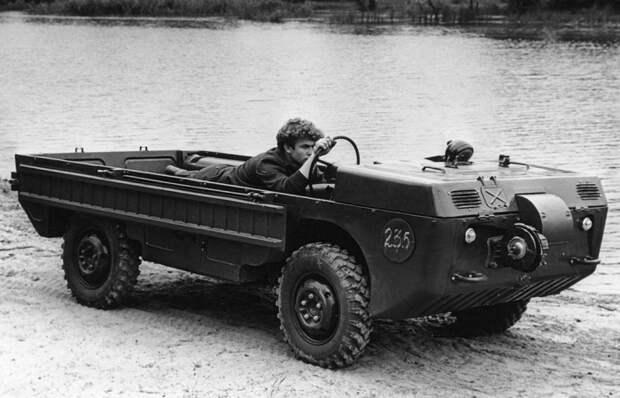 Зачем советские инженеры спроектировали машину, на которой нужно было ездить лежа