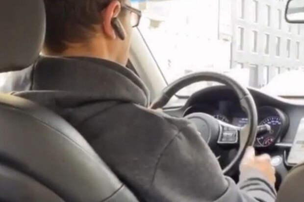 Таксист высадил Водонаеву ипопал навидео