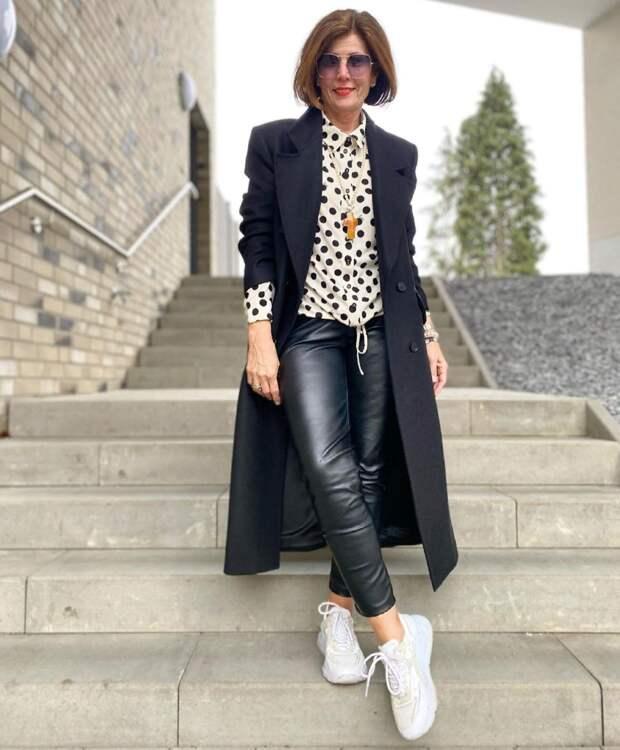 Идеальная верхняя одежда на весну: 5 образов с пальто от иностранных блогеров 50+