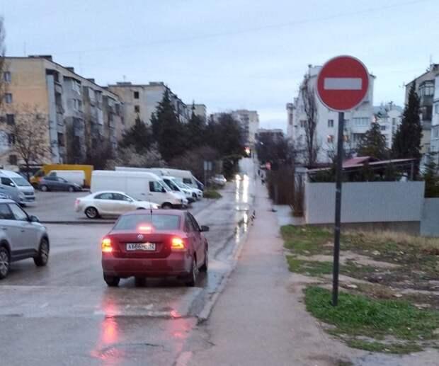 Движение на одной из севастопольских улиц стало односторонним