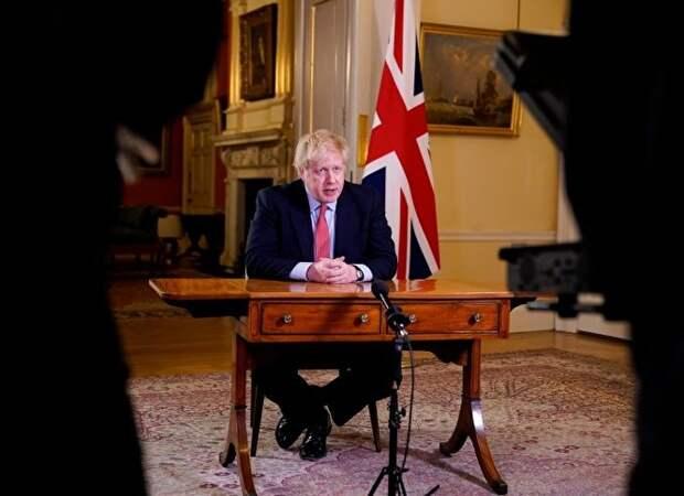 Вплоть до дня, когда Джонсон почувствовал «легкие симптомы», он выступал перед публикой и давал пресс-конференции