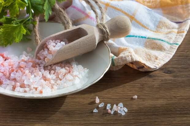 Солевые носки - насыпаю соль в носочки и хожу перед сном. Зачем и какая польза