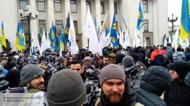 Левченко: Без введения ЧП через месяц на Украине могут начаться беспорядки