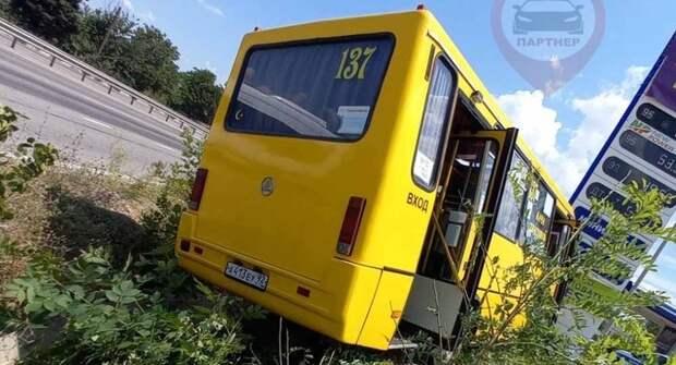 ДТП с рейсовым автобусом в Севастополе: трое пострадавших