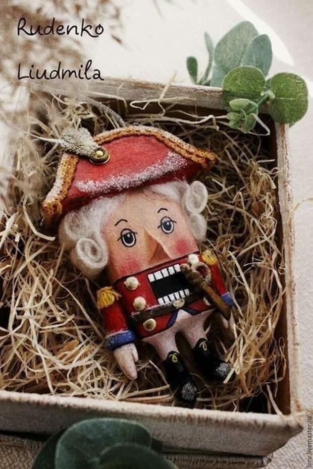 Чудесные ёлочные игрушки из ваты! Очень красивые, в духе шестидесятых лет.Браво !