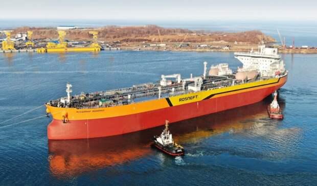 Построенный на«Звезде» первый нефтеналивной танкер прошел таможню вПриморье