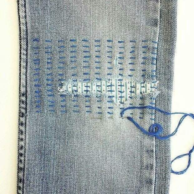 Штопка может быть стильной — гениальные идеи на джинсах